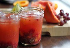 Rose Sangria in Jars - Dirty Gourmet Picnic Food List, Healthy Picnic Foods, Picnic Snacks, Picnic Dinner, Vegetarian Picnic, Picnic Ideas, Camping Drinks, Camping Menu, Camping Recipes