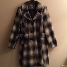 """Last Kiss Gray Plaid Flannel Trench Coat L GUC Love this coat, just have several similar but still hate to sell. It's a great jacket, very warm & comfy & it great condition. Only wear is some slight piling where arms rub sides. Very mild & easily improved. Otherwise fully lined & fantastic. Pit to pit across front measures 19"""", length from top of shoulder to hem 37"""". 90% polyester, 10% wool. I have TONS more high end & designer items to list so please check out rest of my stuff! The more you…"""