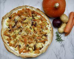 Pizza aux légumes d'hiver rôtis Pizza Legume, Menu, Vegetable Pizza, Vegetables, Food, Gourd, Onion, Vegetarian Pizza, Seasonal Recipe