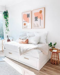 Wellness Blogger Jules Acree Carves Out a Soothing Retreat in Austin - Dwell Guest Bedrooms, Room Makeover, Multipurpose Guest Room, Small Guest Bedroom, Multipurpose Room, Daybed Room, Guest Room Decor, Guest Bedroom Office, Guest Room Office Combo