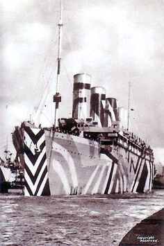 RMS Olympic (sister ship of the RMS Titanic) in dazzle camouflage while in service as a troopship during the Great War. Sank very similar to the titanic Rms Titanic, Dazzle Camouflage, Military Camouflage, Navy Ships, World War One, Royal Navy, Military History, Naval History, The Great