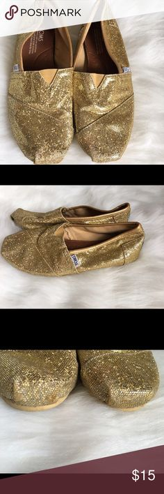 Toms Gold Shoes Flats Size 7.5 Toms gold shoes size 7.5 gently used, some rubbing on toe of shoes look at pics, can't really tell. Smoke free home & pet free home. TOMS Shoes Flats & Loafers