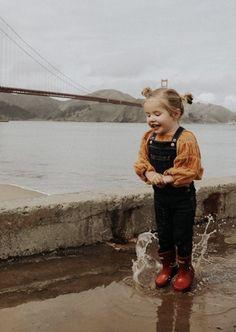 Rosie splashing her way through SF. Barefoot Blonde, Amber Fillerup.