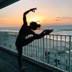 @sophie.jaffe doing some sunset yoga ☀️ #aloyoga #beagoddess