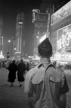 Times Square, 5 years after - Antonio Sandoval