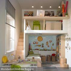 Sind die Kinder noch klein, kann die Höhe der Räume ideal genutzt werden, indem man zwei Ebenen im Kinderzimmer einbaut. So kann aus einem Einzelzimmer ein  …
