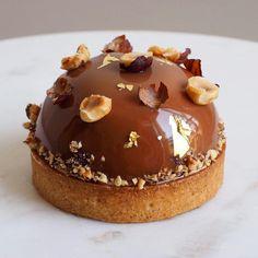 788 mentions J'aime, 14 commentaires – Anne Fashauer (@anne_fashauer) sur Instagram : « Véritable coup de cœur pour ce petit gâteau Noisette et Fruit de la Passion du chef pâtissier… »