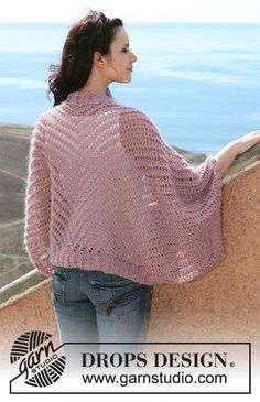 DROPS shoulder piece in lace pattern in Cotton Viscose and Vivaldi or BabyAlpaca Silk and Brushed Alpaca Silk. Size S – XXXL Crochet Shrug Pattern, Crochet Mittens, Crochet Jacket, Knitted Shawls, Crochet Shawl, Knit Crochet, Easy Knitting Projects, Knitting Designs, Knitting Patterns Free
