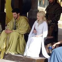 J-8 Si vous voulez cosplayer la robe blanche de Dany avant même la sortie de la saison 5 sur les écrans, il ne vous reste plus qu'à commander ce patron Simplicity et à faire la robe en une...
