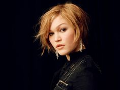 Julia Stiles. Gorgeous!