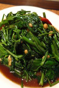 ผัดผักบุ้งไฟแดง (Pad Phak Bung Fai Daeng), Stir fried Chinese morning glory.