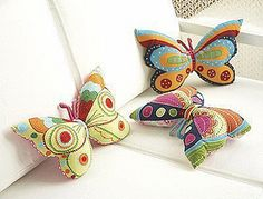 Idea for cute patchwork butterfly cushions or small pillows. Felt Crafts, Fabric Crafts, Sewing Crafts, Sewing Projects, Craft Projects, Diy Crafts, Sewing Pillows, Diy Pillows, Decorative Pillows