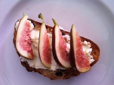 My fig obsession continues - This time o walnut sourdough, ricotta and honey.