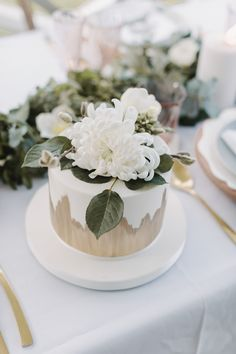 simple small white + gold wedding cake with floral cake topper Small Wedding Cakes, Floral Wedding Cakes, Elegant Wedding Cakes, Floral Cake, 27th Birthday Cake, Birthday Parties, White And Gold Wedding Cake, White Gold, Gold Cake