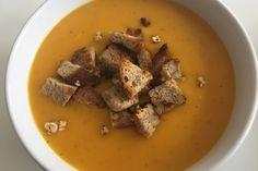 Kartoffel-Kürbis-Suppe mit Croutons, ein schönes Rezept aus der Kategorie Herbst. Bewertungen: 77. Durchschnitt: Ø 4,5.