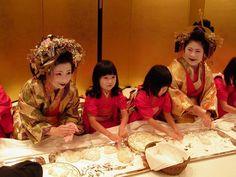 Women dressed as tayuu along with kamuro