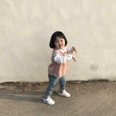 Cute Asian Babies, Cute Funny Babies, Korean Babies, Asian Kids, Cute Kids, Cute Little Baby, Little Babies, Baby Kids, Couple With Baby