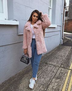 - Source by alonagahramann - Cute Casual Outfits, New Outfits, Stylish Outfits, Fall Outfits, Weekly Outfits, Winter Coat Outfits, Winter Fashion Outfits, Pink Fur Coat, Pink Teddy Coat