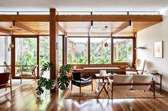 Thompson Hess House / Felipe Hess Arquitetos Wabi Sabi, Scandinavian Style, Living Area, Living Spaces, Living Rooms, Minimal Home, Room Paint Colors, Mid Century House, Mid Century Modern Design