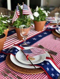 Patriotic tablescape - the preppy hostess round table settings, fourth of j