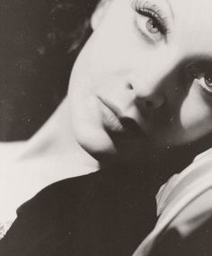suicideblonde: Vivien Leigh | I love everything about this, especially the processing
