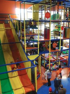 Best indoor playgrounds across Canada! OMG why dont they have one like this in california! Iv taken Becca, Kayla & Brooklyn to every one i know of none of them look like this!!