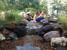 23 Absolutely Gorgeous Pondless disappearing waterfall designs for your backyard Backyard Stream, Backyard Water Feature, Ponds Backyard, Outdoor Ponds, Outdoor Ideas, Backyard Ideas, Outdoor Spaces, Outdoor Living, Natural Swimming Ponds