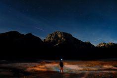 Fusine Italy - Das Foto mit der wunderbaren Nachtstimmung kurz vor Mondaufgang entstand in Italien (fusine).