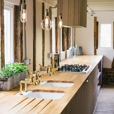 DeVol Kitchens' Hampshire Barn Combines Rustic and Modern Design Kitchen Wrap, Barn Kitchen, Kitchen Dining, Devol Kitchens, Home Kitchens, Small American Kitchens, Wooden Kitchen Cabinets, Wall Cupboards, Urban Rustic