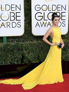 Sophie Turner was a goal-worthy best friend to Maisie Williams Sunday night at the 2017 Golden Globes red carpet. Yellow Fashion, Red Carpet Fashion, Phoenix Wallpaper, Game Of Throne Actors, Red Carpets, Gowns Of Elegance, Wonder Women, Maisie Williams, Sunday Night