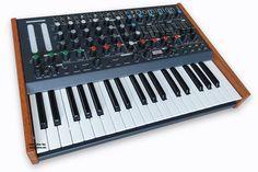 MFB Dominion 1 ist der erste Keyboardsynthesizer von Manfred Fricke.