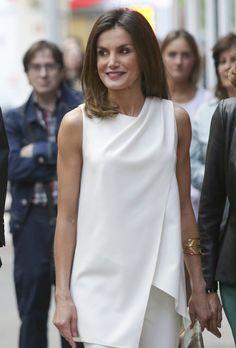 85f21ccb2 El verano ya ha llegado a la Casa Real y el último look de Doña Letizia  Ortiz nos lo demuestra