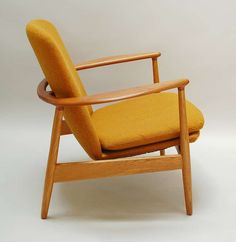 Arne Vodder; Teak and Oak Lounge Chair for Bovirke, 1950s.