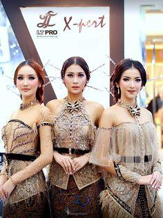 Dola'Ap Kebaya by Elok Re Napio : Indonesia.