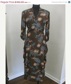 Beautiful 40s dress in Fall colors.... ) http    ad2433736