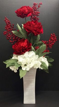 Hydrangea Arrangements in Tall Vases, How to Arrange Artificial Flowers in a Tall Vase, tutorial pictures for fake silk floral developments how to make. Basic silk flower arranging techniques you must know.