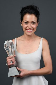 Tatiana Maslany wins Best Actress in a Drama Series at the 2014 Critics' Choice Awards Tatiana Maslany, Bbc America, Canadian Actresses, Girl Celebrities, Orphan Black, Black Star, Best Actress, Presidents, Basic Tank Top