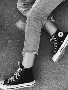 White High Top Converse, White High Tops, Converse Chuck Taylor High, High Top Sneakers, Chuck Taylors High Top, Mens Fashion, How To Wear, Ads, Outfits