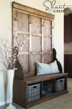 Free plans to build a Farmhouse Hall Tree. Step by step plans include shopping list, cut list, and detailed diagrams to help you build your own hall tree. Hall Tree Bench, Entryway Bench, Hall Trees, Rustic Entryway, Door Entryway, Diy Bench, Entryway Ideas, Entryway Storage, Diy Storage