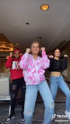 Dance Music Videos, Dance Choreography Videos, Charlie Video, Dance Humor, Old Video, Hip Hop Dance, Famous Girls, Funny Short Videos, Tik Tok