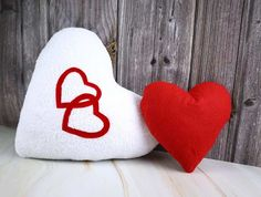 How to Make a Heart Pillow - VIDEO and FREE Pattern