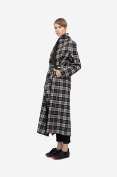 LONG PLAID COAT  Shorthaired model wearing a black & grey checkered wool coat with a minimalistic leather clip belt and black sneakers. Design: Lucie Kutálková / LEEDA