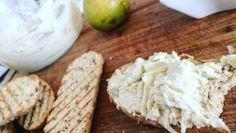 Videorecept: Delikátna jarná nivová nátierka s hruškou Feta, Camembert Cheese, Dairy