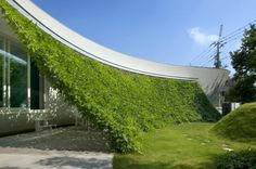 More green building types. architecture Green Screen House Lovely Green Wall Integrated in The Design of a Japanese Modern Crib Architecture Durable, Green Architecture, Sustainable Architecture, Landscape Architecture, Landscape Design, Architecture Design, Canopy Architecture, Natural Architecture, Japanese Architecture