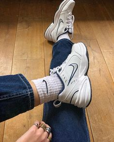 The chunkier the better. Dad Shoes, Me Too Shoes, Girls Shoes, Basket Vintage, Zalando Style, Aesthetic Shoes, Hype Shoes, Fresh Shoes, Chunky Sneakers