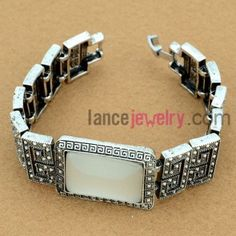 Classic patterns model bracelet with crystal