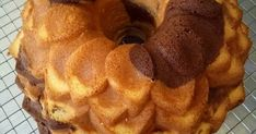 Resep Marble Cake/ Bolu Marmer favorit. Mulai dari orang tua hingga anak-anak suka dengan bolu ini. Meski kue jadul tapi selalu muncul sepanjang masa. Kue yang sederhana, namun rasanya istimewa. Resep yang aku posting kali ini hasil bongkar pasang resep dan percobaan dari gagal hingga berhasil. Yang aku suka meski resep ini tidak menggunakan butter sepenuhnya, tekstur kuenya tetaplah empuk. Kalau menggunakan butter seluruhnya di resep tentu akan lebih enak dan lebih terasa premium. Lalu ...