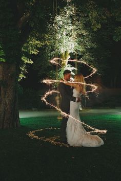 Amazing 70 Nighttime Wedding Photo Ideas https://weddmagz.com/70-nighttime-wedding-photo-ideas/