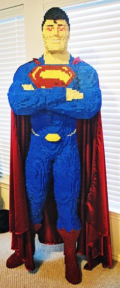 LEGO Superman built by Evan Bacon; Superman is tall and is built from individual LEGO bricks. He weighs 110 pounds and has light-up LED eyes. Batman Vs, Superman 2, Superman Figure, Superman Stuff, Dc Universe, Marvel Dc, Harley Quinn, Supergirl, Thor