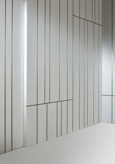 Wooden boiserie LINE By Laurameroni design Cesare Arosio Wooden Wall Cladding, Wooden Panelling, Wooden Walls, Wooden Wall Panels, Wall Panelling, Diy Interior, Interior Walls, Interior Design Living Room, Feature Wall Design